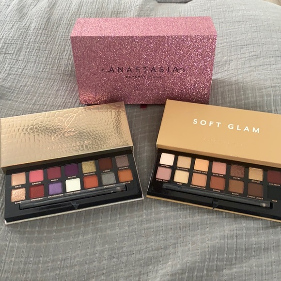 ABH jackie aina and soft glam palette with case